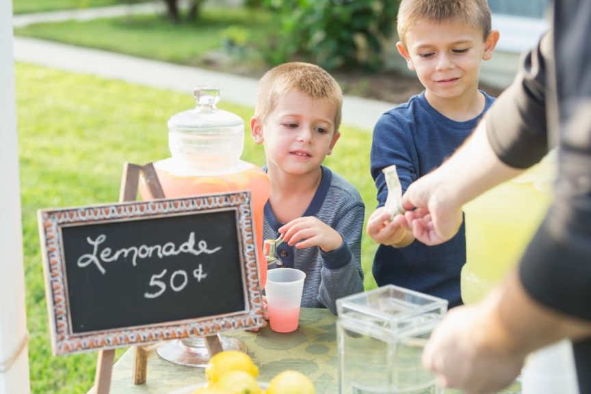 boys-lemonade-stand-taking-payment