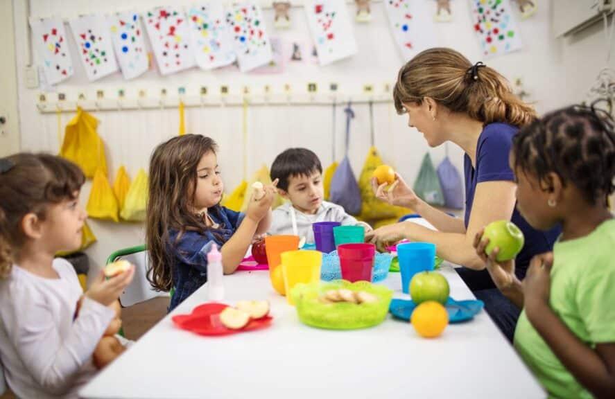 teaching food to kids in classroom